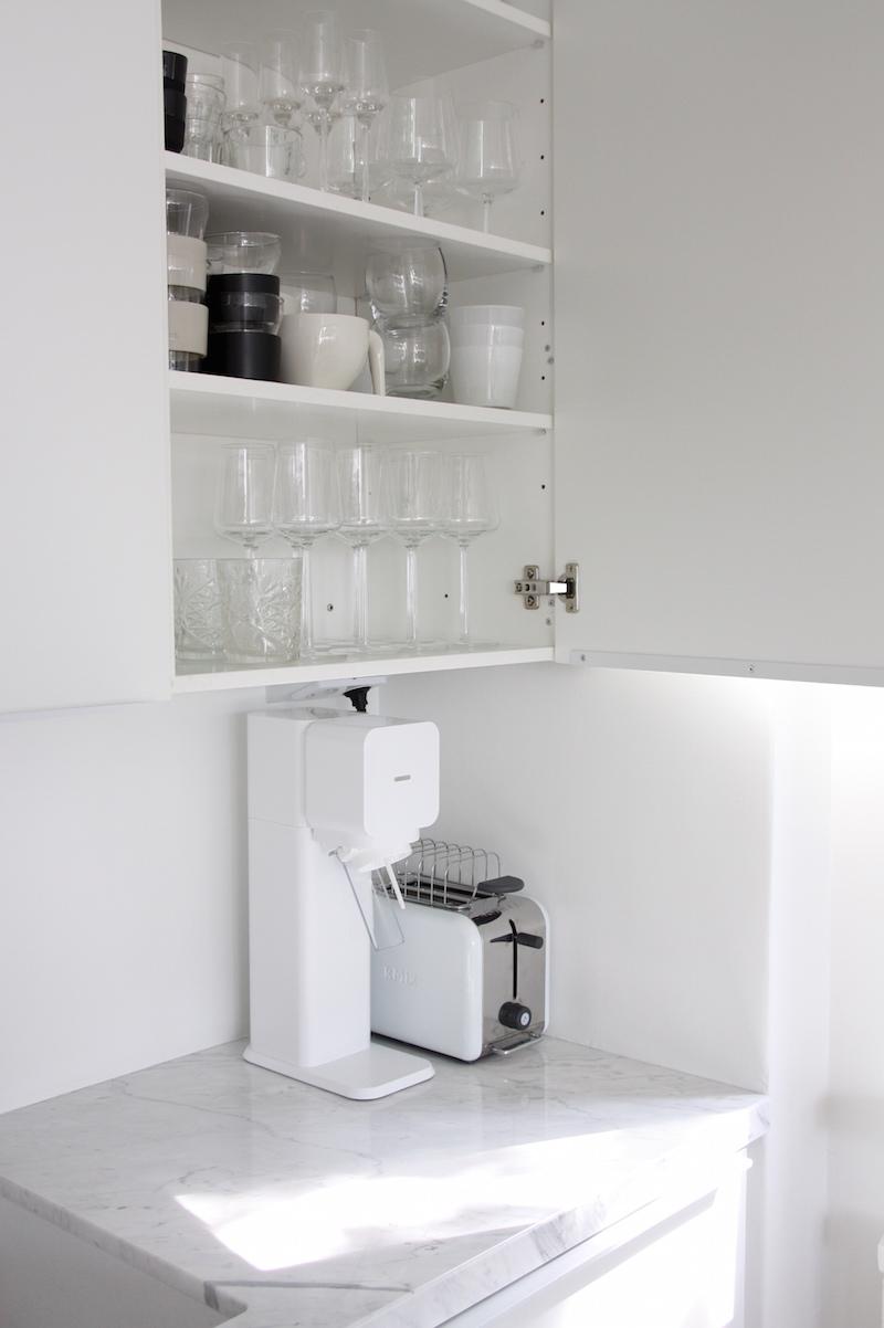 Homevialaura, keittiö, keittiöremontti, marmoritaso, välitila, hana Mora Cera K7, allas Blanco Subline 500-U Silgranit