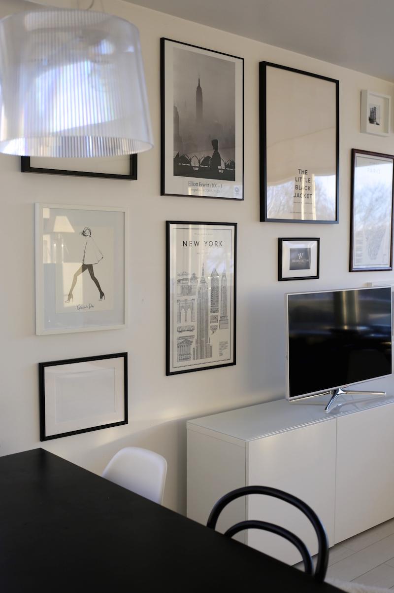 Homevialaura, olohuone, tauluseinä, julisteet