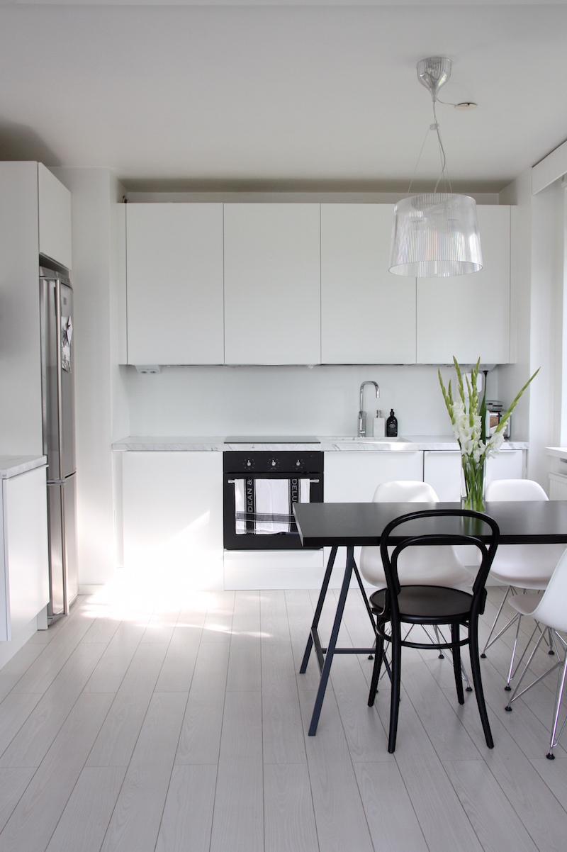 Homevialaura, valkoinen keittiö, marmoritaso, Domus