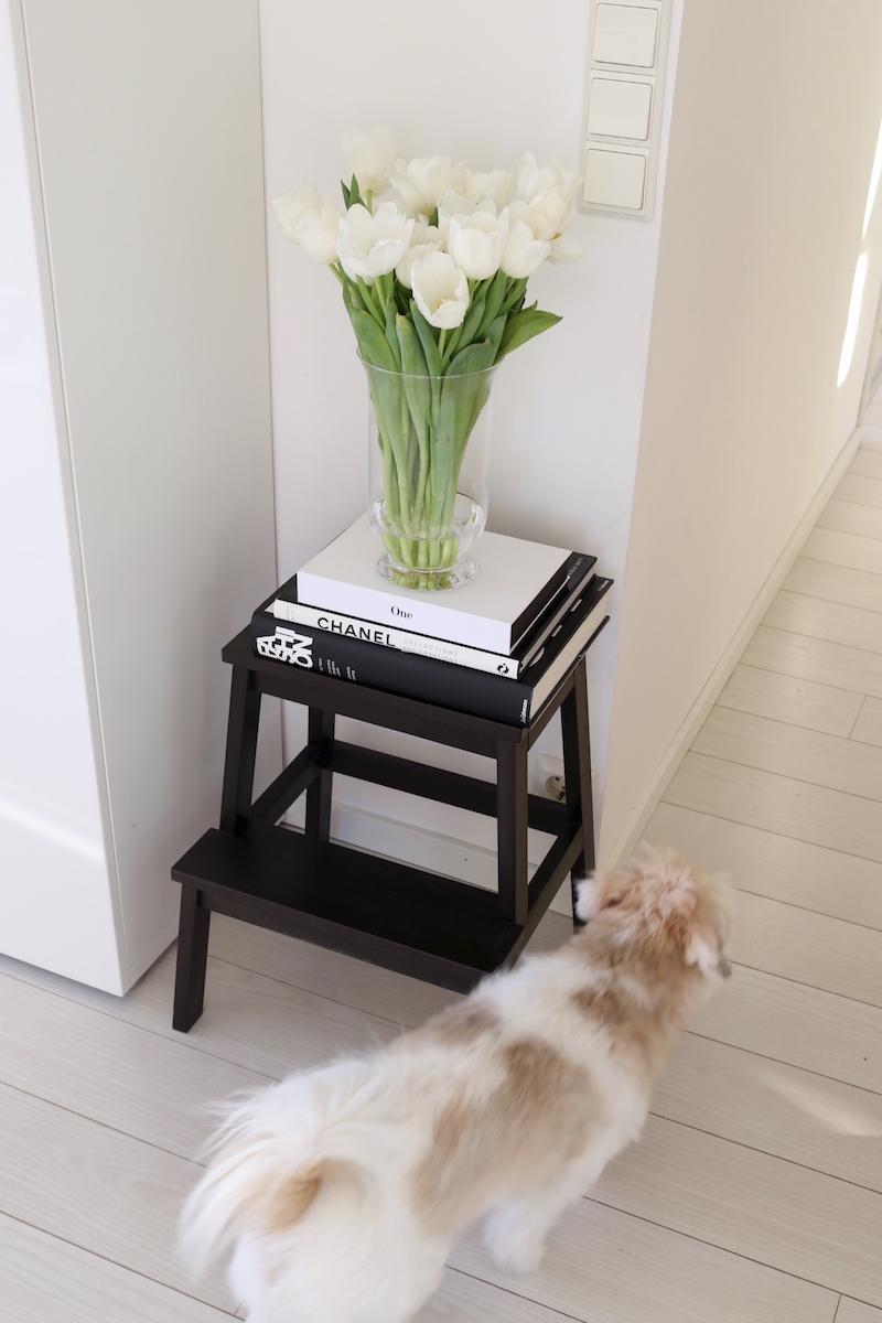 Homevialaura, Ikea-keittiöjakkara, kahvipöytäkirjat