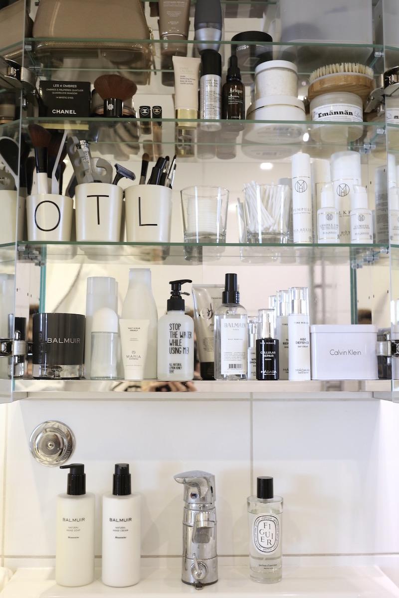 Homevialaura, kylpyhuone, peilikaappi, luonnonkosmetiikka, Mia Höytö, Madara Time Miracle, Balmuir Cosmetics