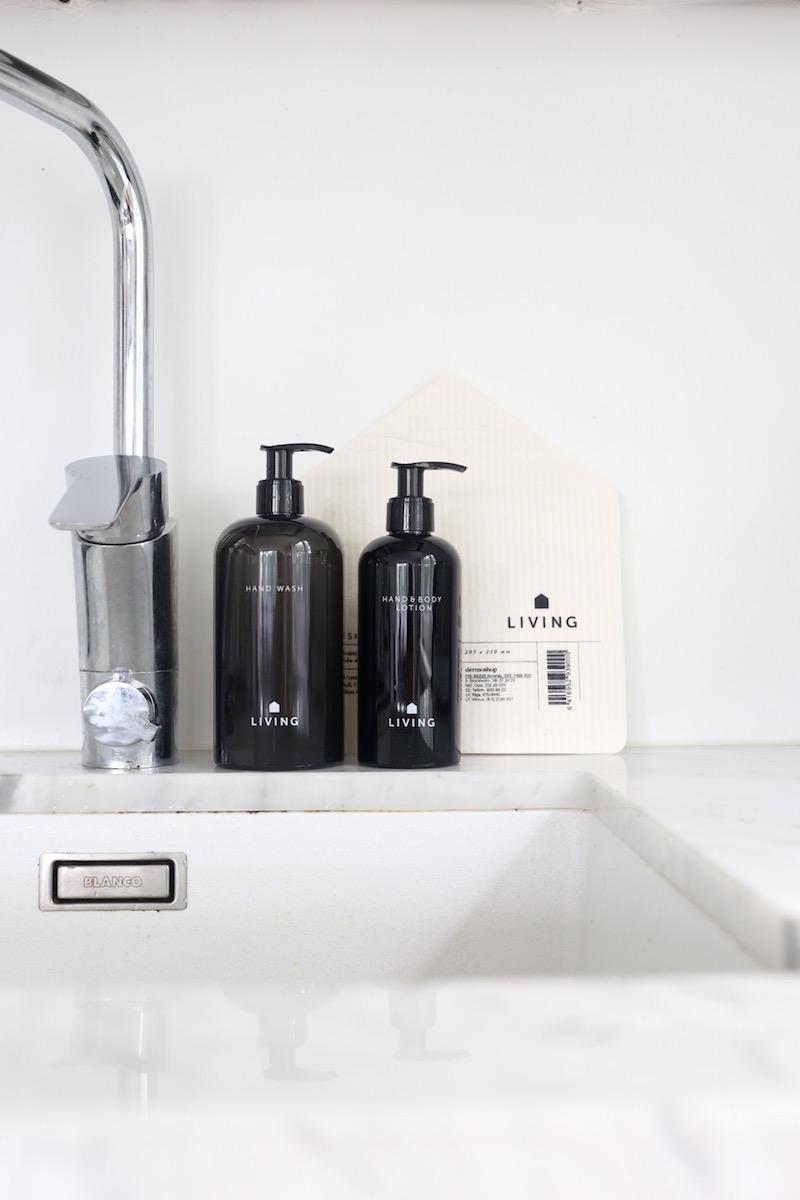 Homevialaura, Dermosil Living, Dermoshop, mustavalkoinen kosmetiikka, tiskirätti