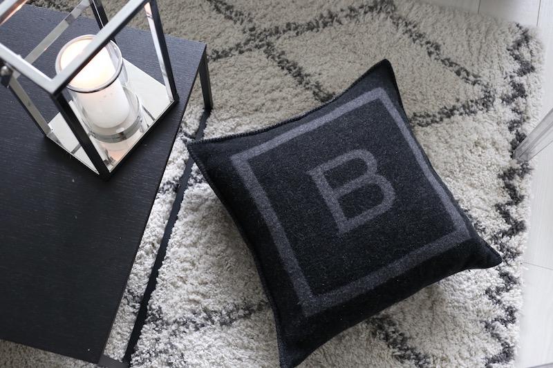 Homevialaura, Balmuir, The B Collection, B-logo cushion, tyyny