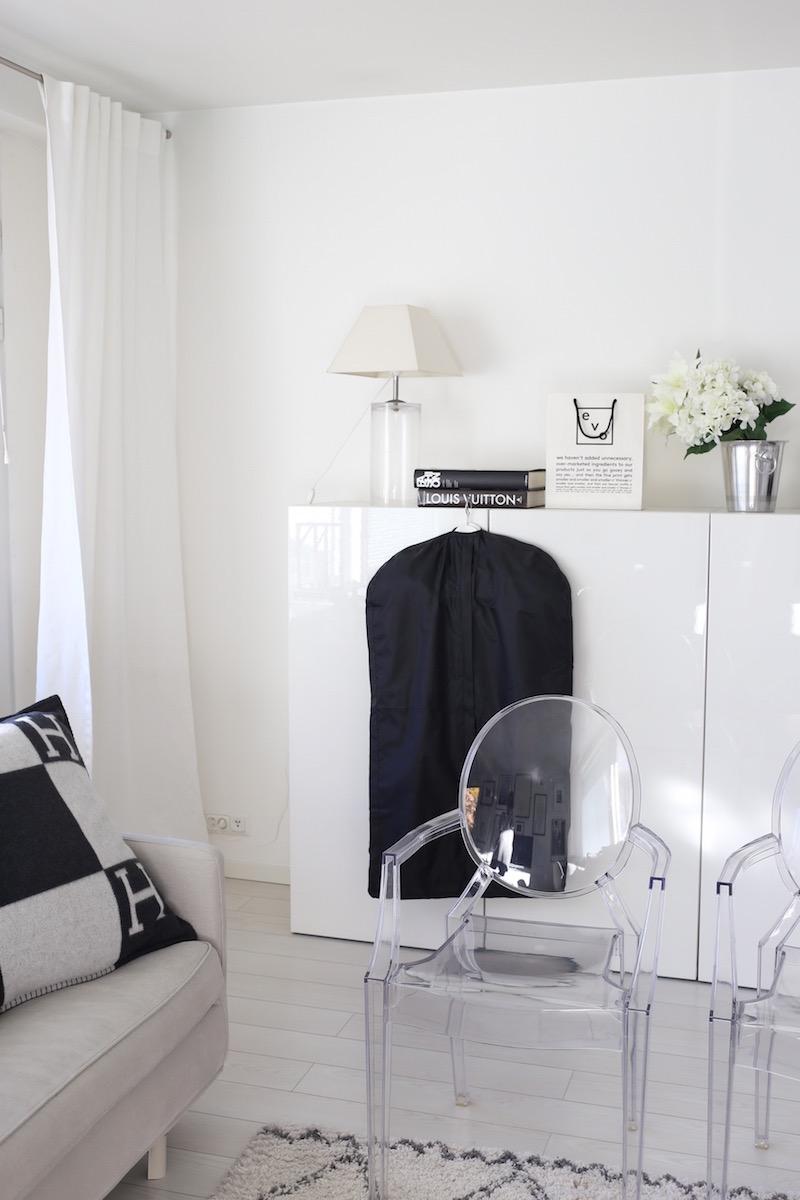 Homevialaura, kodin säilytys, järjestys, Ikea, musta pukupussi