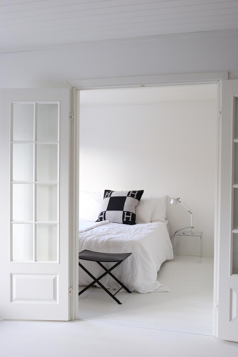 Homevialaura, uusi koti, remontti, pariovet, valkoinen laminaatti