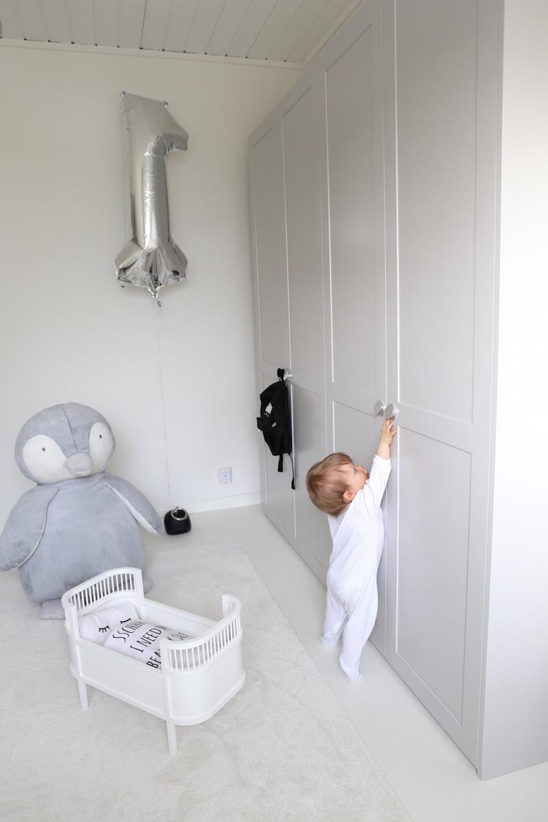Homevialaura, A.S. Helsingö, Feather Grey, Ikea, Pax, vaatekaappi, kaapisto, Ikea hack, lastehuone