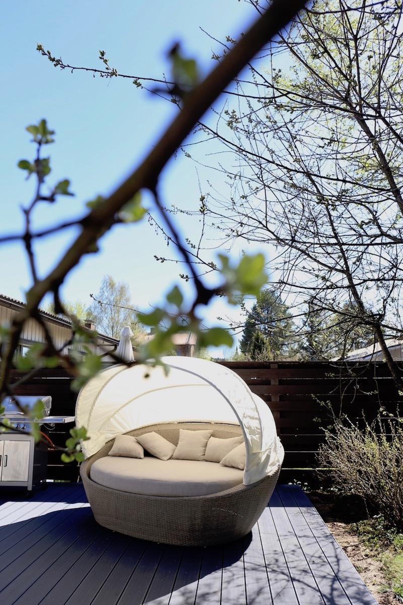 Homevialaura, piha, terassi, puutarha, aurinkovuode, ulkosohva