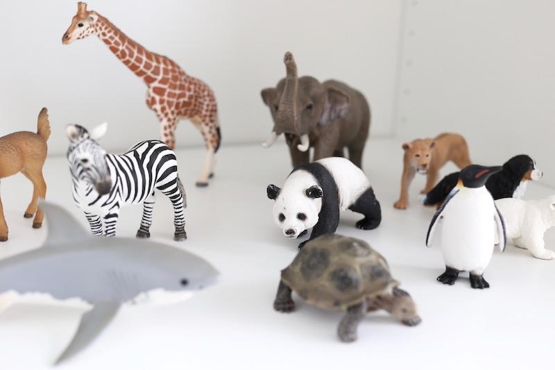 Homevialaura, Kuistin kautta, lastenhuone, pojan huone, sisustus, Schleich, eläimet