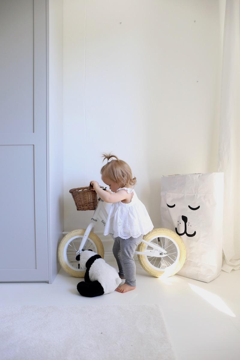 Homevialaura, lastenhuone, Banwood, potkupyörä