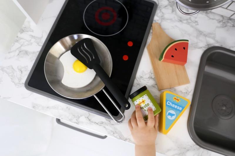 Homevialaura, Ikea, Duktig, DIY, hack, leikkikeittiö, lastenhuone, sisustus