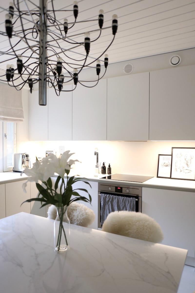 Homevialaura-valkoinen-moderni-keittio_5768