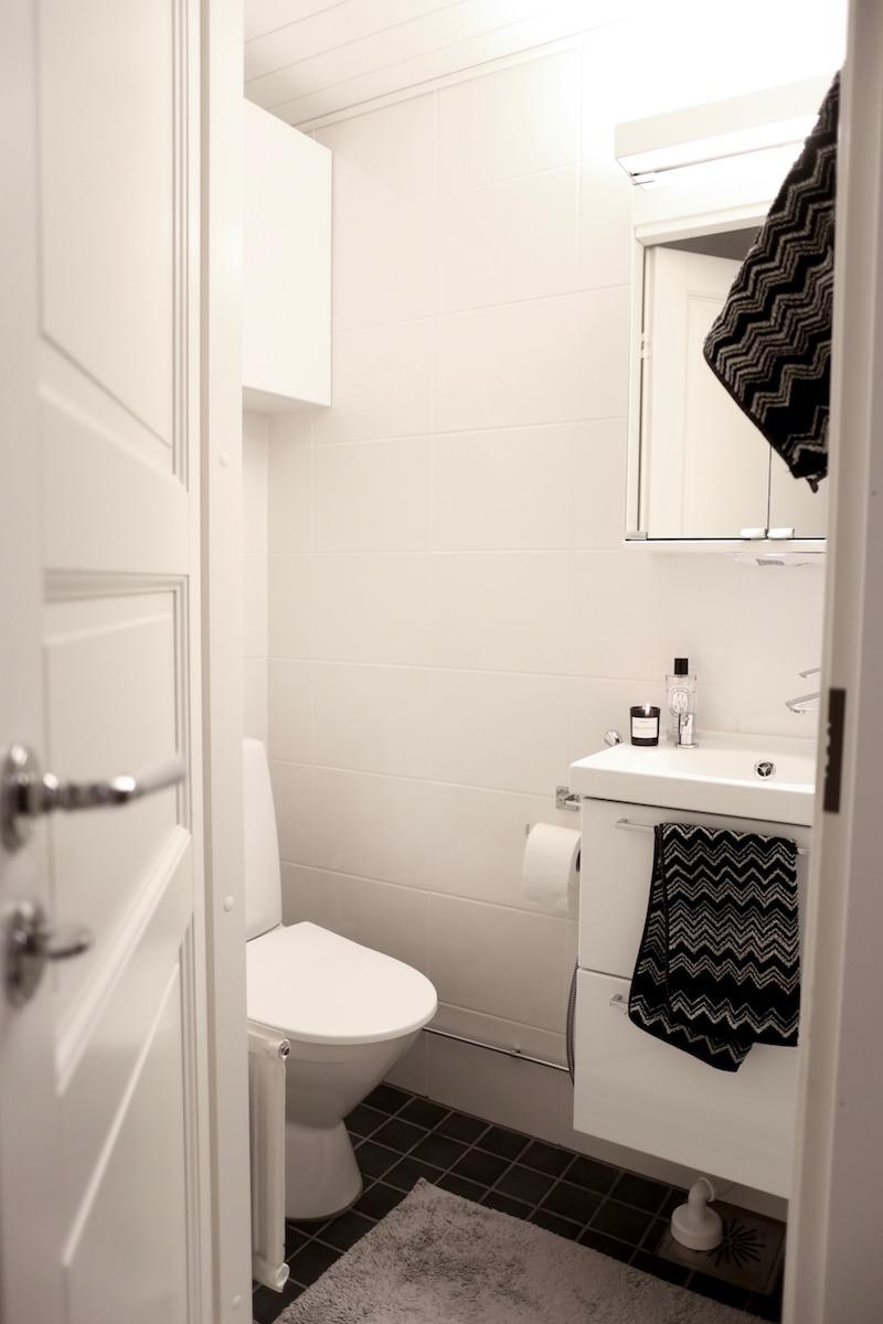 Homevialaura, harmaa-valkoinen wc