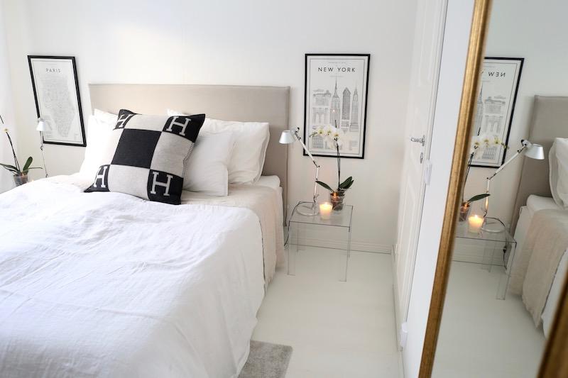 Homevialaura, makuuhuone, kultainenpeili, läpinäkyvä yöpöytä, Balmuir, päiväpeitto