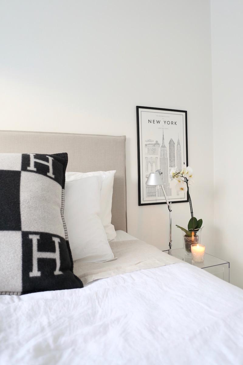 Homevialaura, makuuhuone, kultainenpeili, läpinäkyvä yöpöytä, Matri Sängynpääty