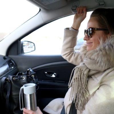 Ajatuksia pelkääjän paikalta: Miksi en uskalla tarttua rattiin, mutta pidän autosta ja turvallisuudesta kynsin hampain kiinni?