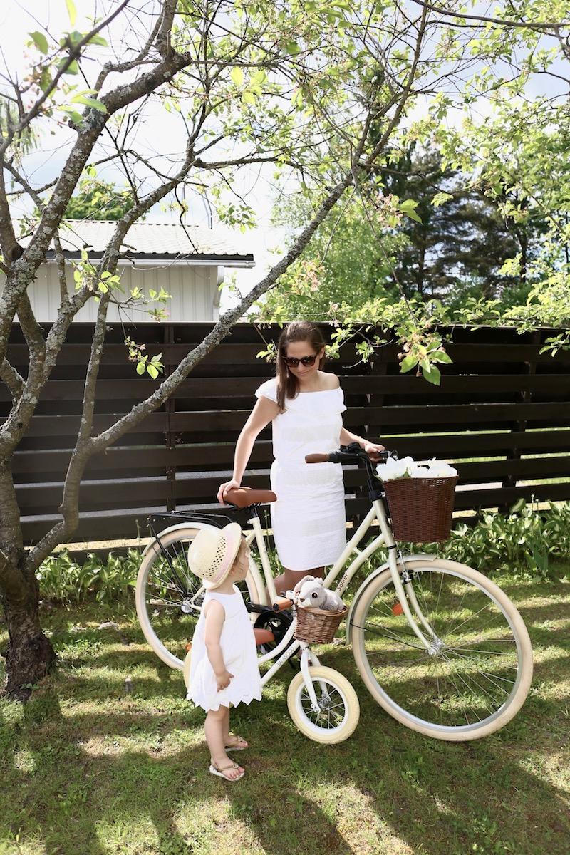 Homevialaura, polkupyörä, valkoinen naisten pyörä, Solifer Klassikko, Banwood, lastenpyörä, potkupyörä