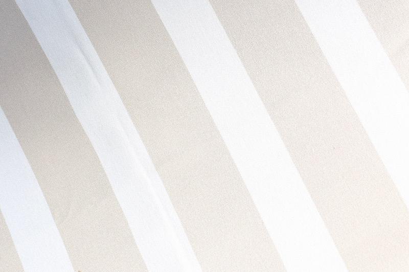 Homevialaura, piha, valkoinen hiekkalaatikko, pihaleikit, ulkoleikit