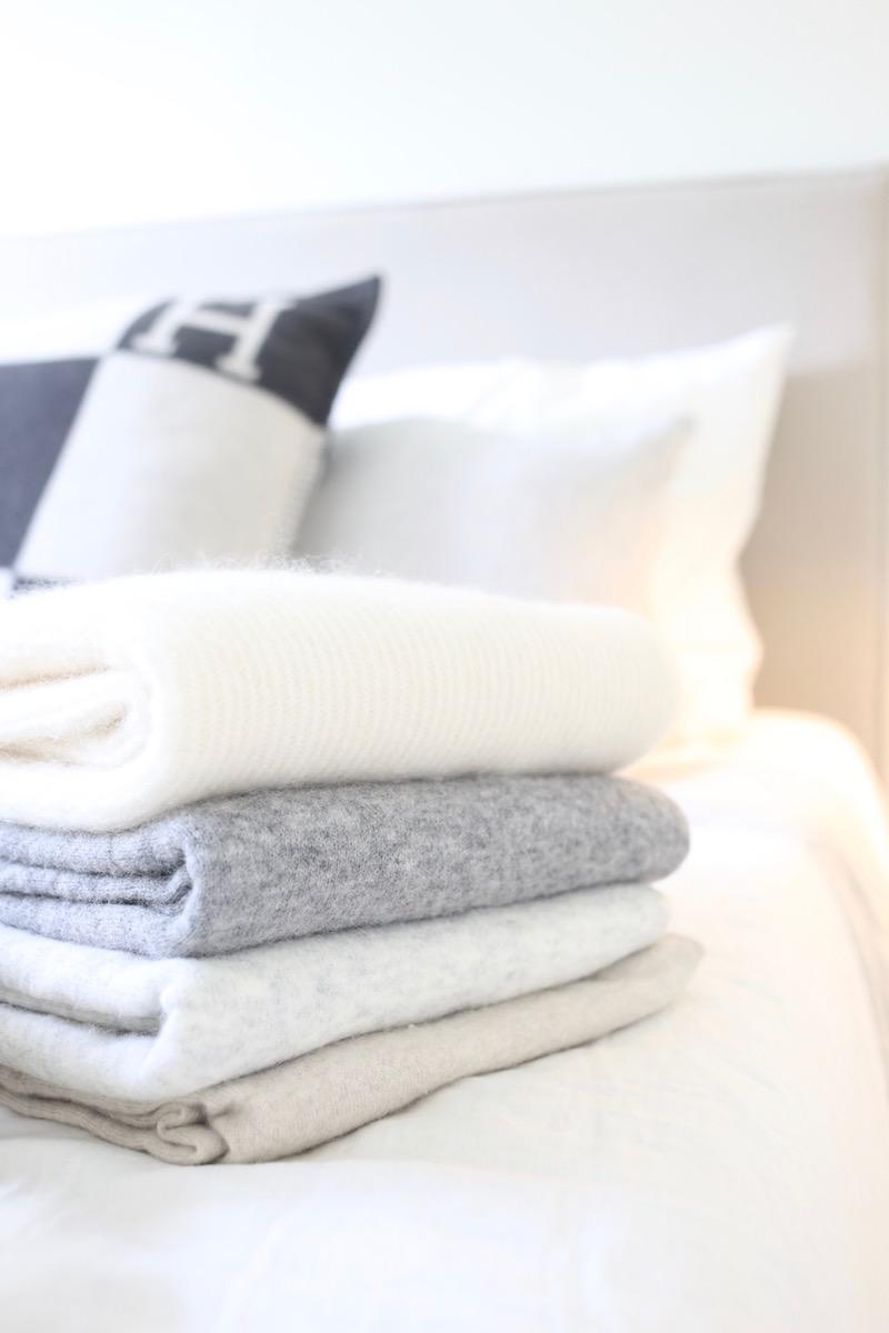 Homevialaura, kaunis järjestys, puolipitoisten vaatteiden säilytys