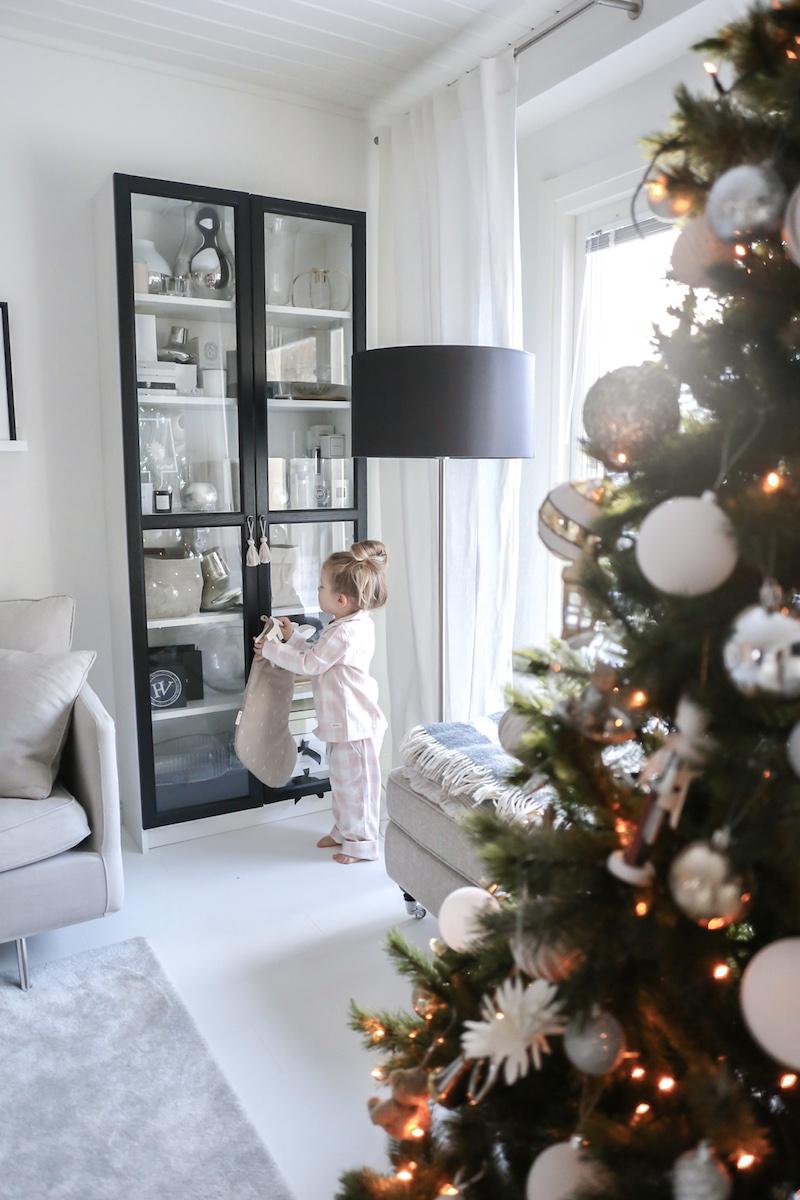 Joulukalenterin tärkein luukku: osallistuminen hyväntekeväisyyteen