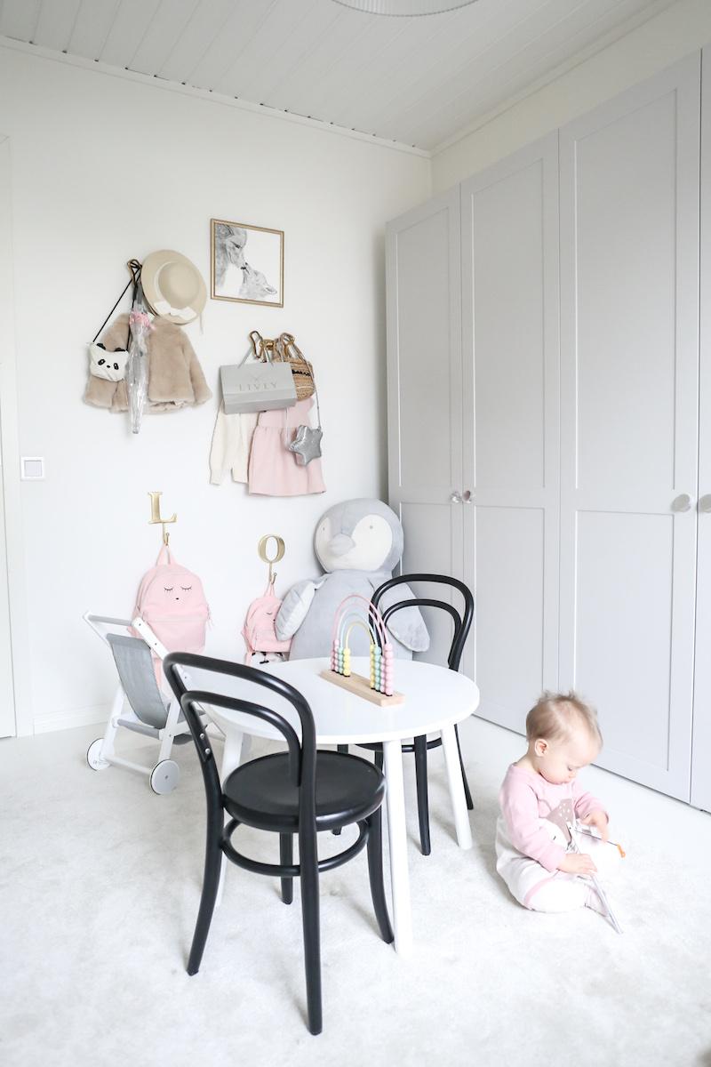 Lastenhuoneen järjestys ja säilytys, tavarakasvatus