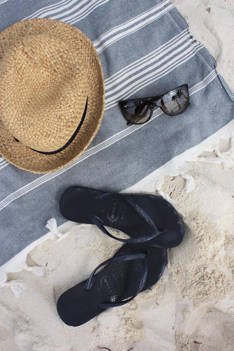 Homevialaura, Mitä pakata rantalomalle, Malediivit, hamam-pyyhe, Havaianas, Ray-Ban Cats