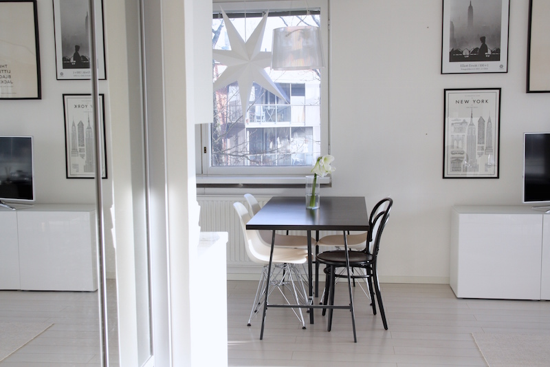 Homevialaura, valkoinen keittiö, Anno Paperitähti, Kodin1, tauluseinä