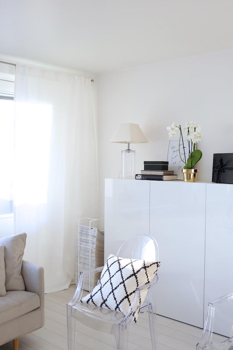 Homevialaura, olohuoneen sisustus, Ikea Bestå, verhot, verhotanko, Chhatwal & Jonsson