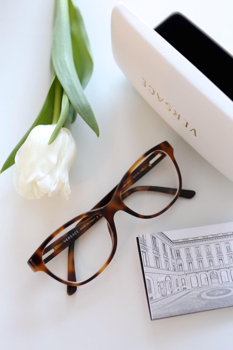 Homevialaura, tulppaanit, silmälasit, Versace