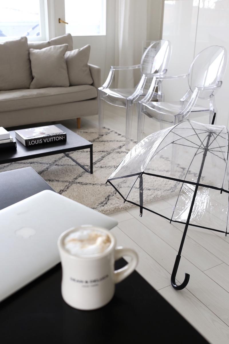 Homevialaura, olohuone, Ellos Tanger, matto, läpinäkyvä sateenvarjo