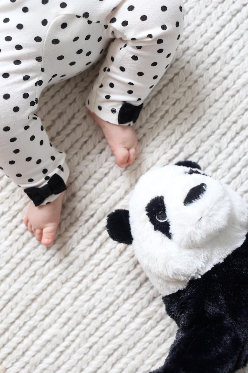 Homevialaura, vauva, valkoinen matto
