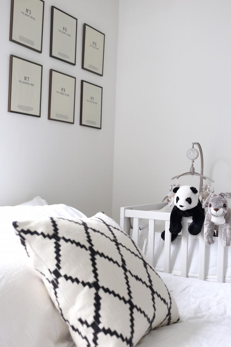 Homevialaura, makuuhuone, pinnasänky, Ikea Sundvik, mobile, laitapehmuste
