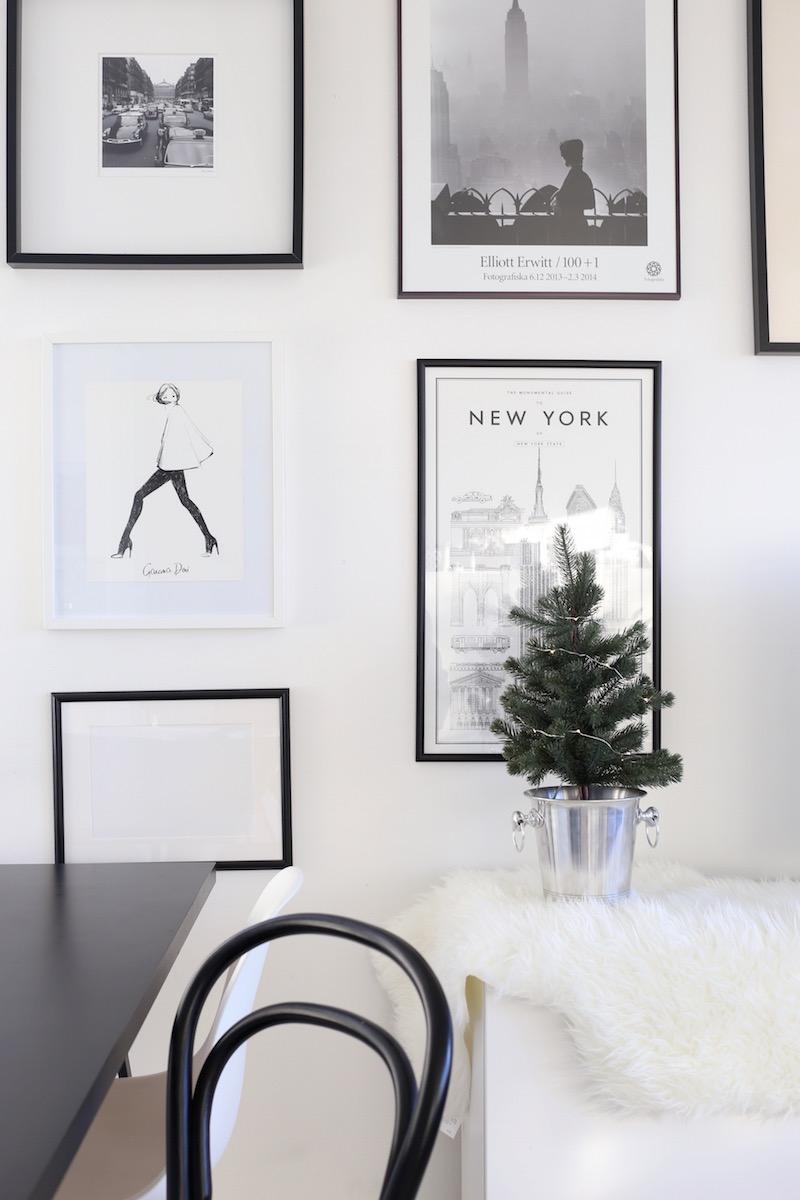 Homevialaura, joulu, keittiö, pöytäkuusi, tauluseinä