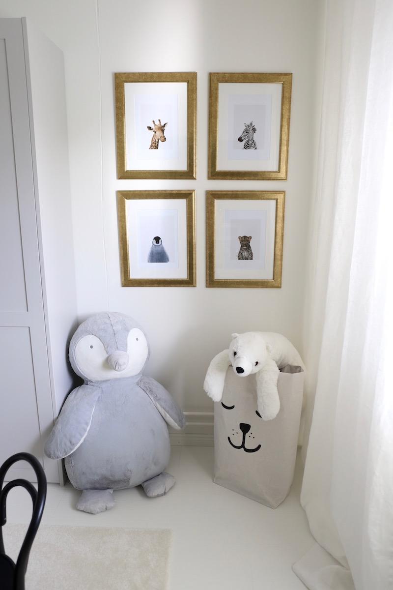 Homevialaura, lastenhuone, kultainen tauluseinä