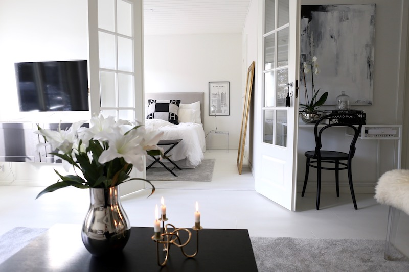 Homevialaura, olohuone, makuuhuone, kultainen peili