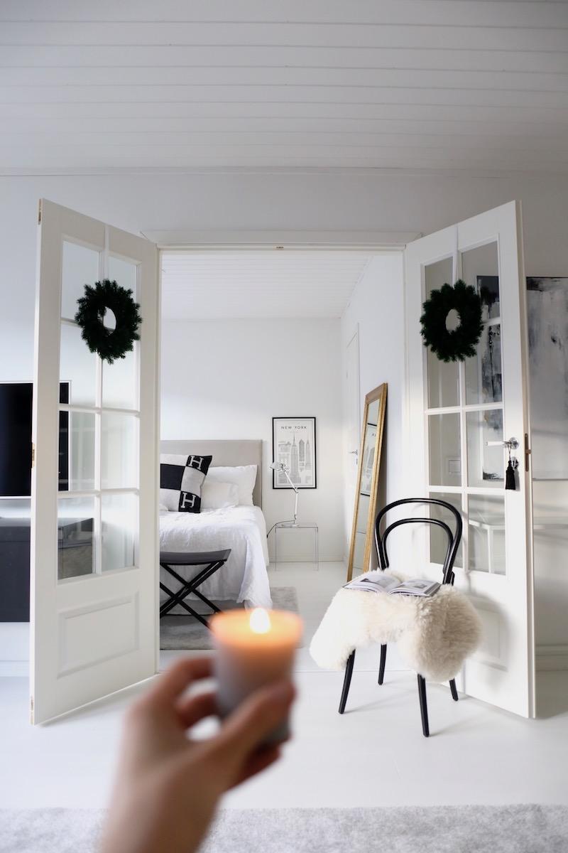 Homevialaura, joulu, sisustus, pariovet, havukranssi