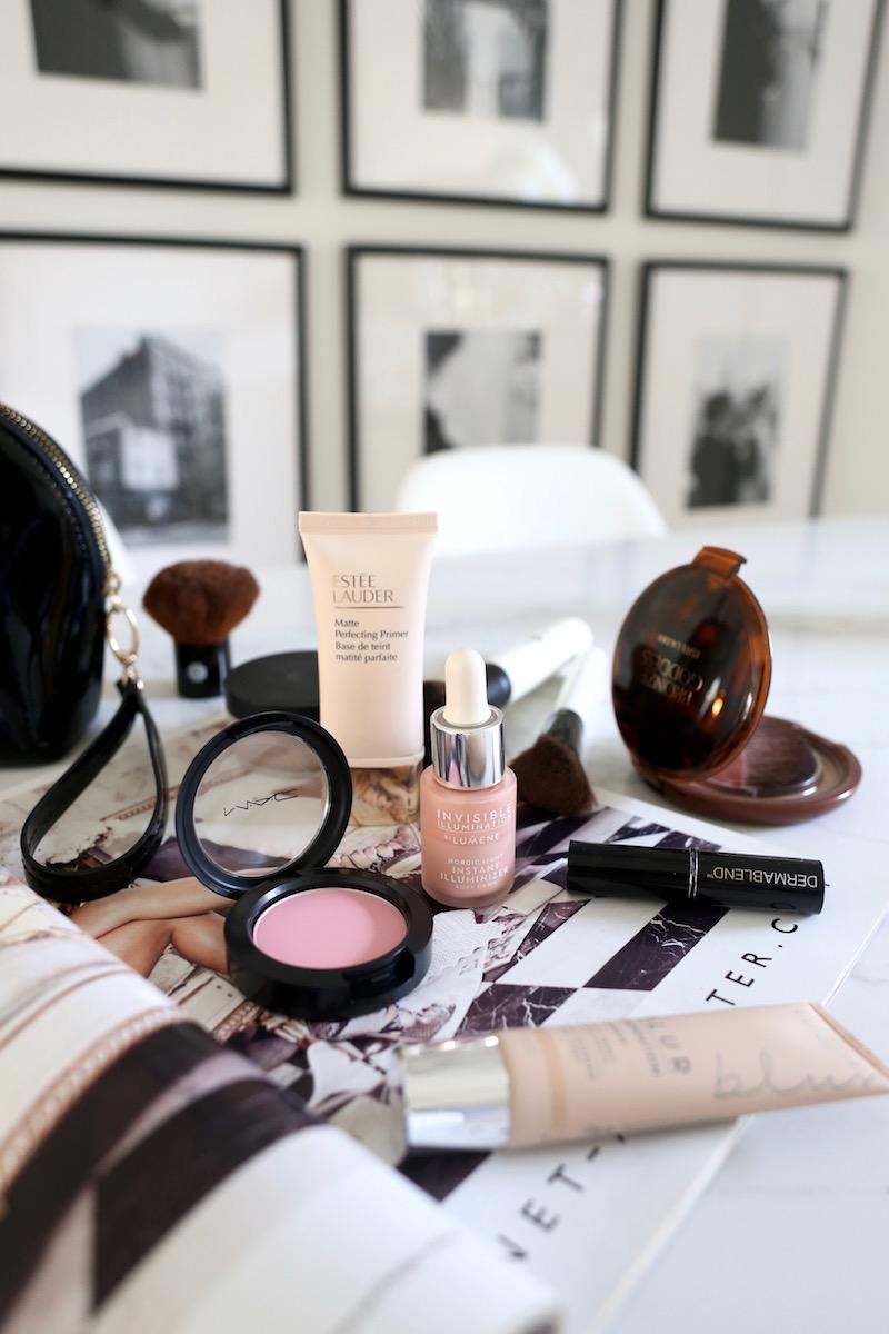 Homevialaura, meikki, meikkipussin sisältö