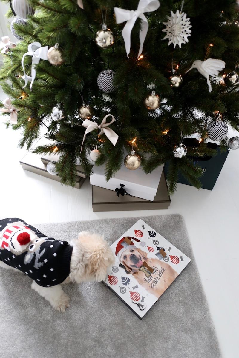 Homevialaura, joulukuusi, joulu, sisustus, tekokuusi, kestokuusi, koiran joulukalenteri