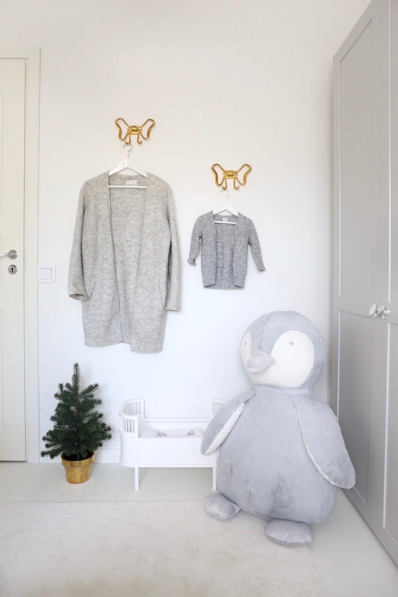 Homevialaura, lastenhuone, harmaa neuletakki