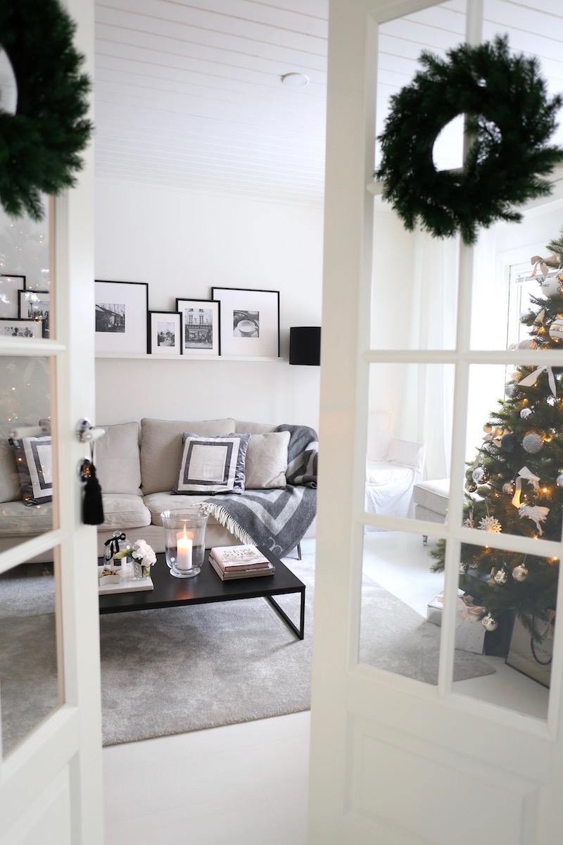 Homevialaura, joulu, olohuone, pariovet, joulukuusi
