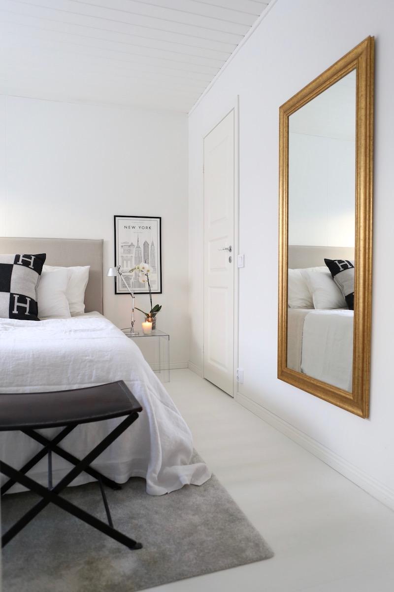 Homevialaura, makuuhuone, kultainenpeili, läpinäkyvä yöpöytä, VM-Carpet Hattara