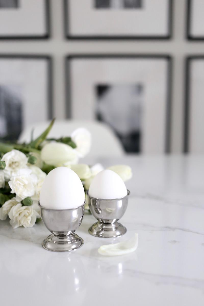 Homevialaura, pääsiäinen, pääsiäiskoristelu, pääsiäiskoristeet, kodin sisustaminen pääsiäiseen, munakuppi