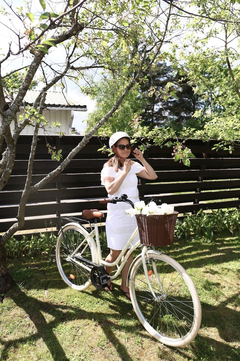 Homevialaura, polkupyörä, valkoinen naisten pyörä, Solifer Klassikko, Thousand, pyöräilykypärä