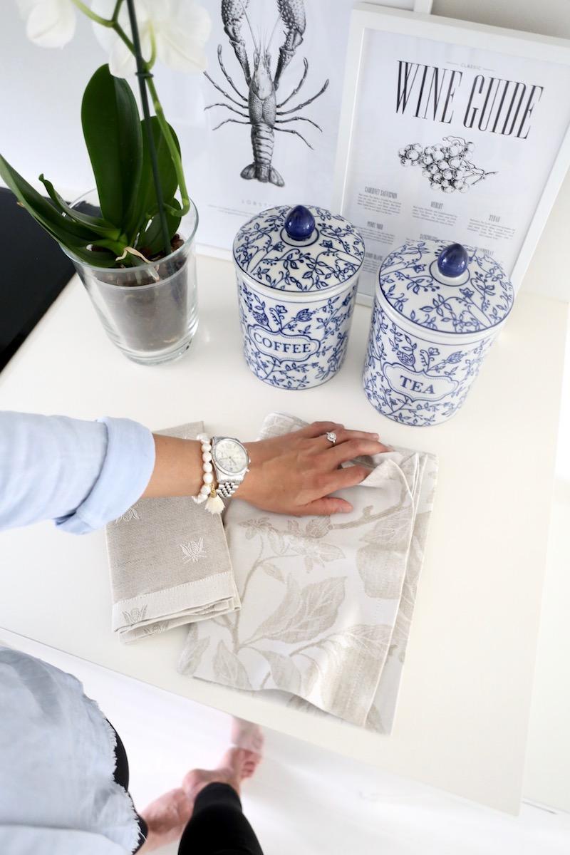 Homevialaura, kesäkoti, sisustus, sinivalkoiset purkit, ginger jar