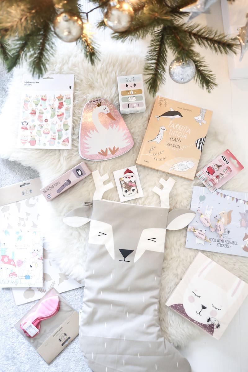 Homevialaura, DIY-joulukalenteri, tee-se-itse joulukalenteri, joulukalenteri lapselle, mitä luukkuihin, joulusukka