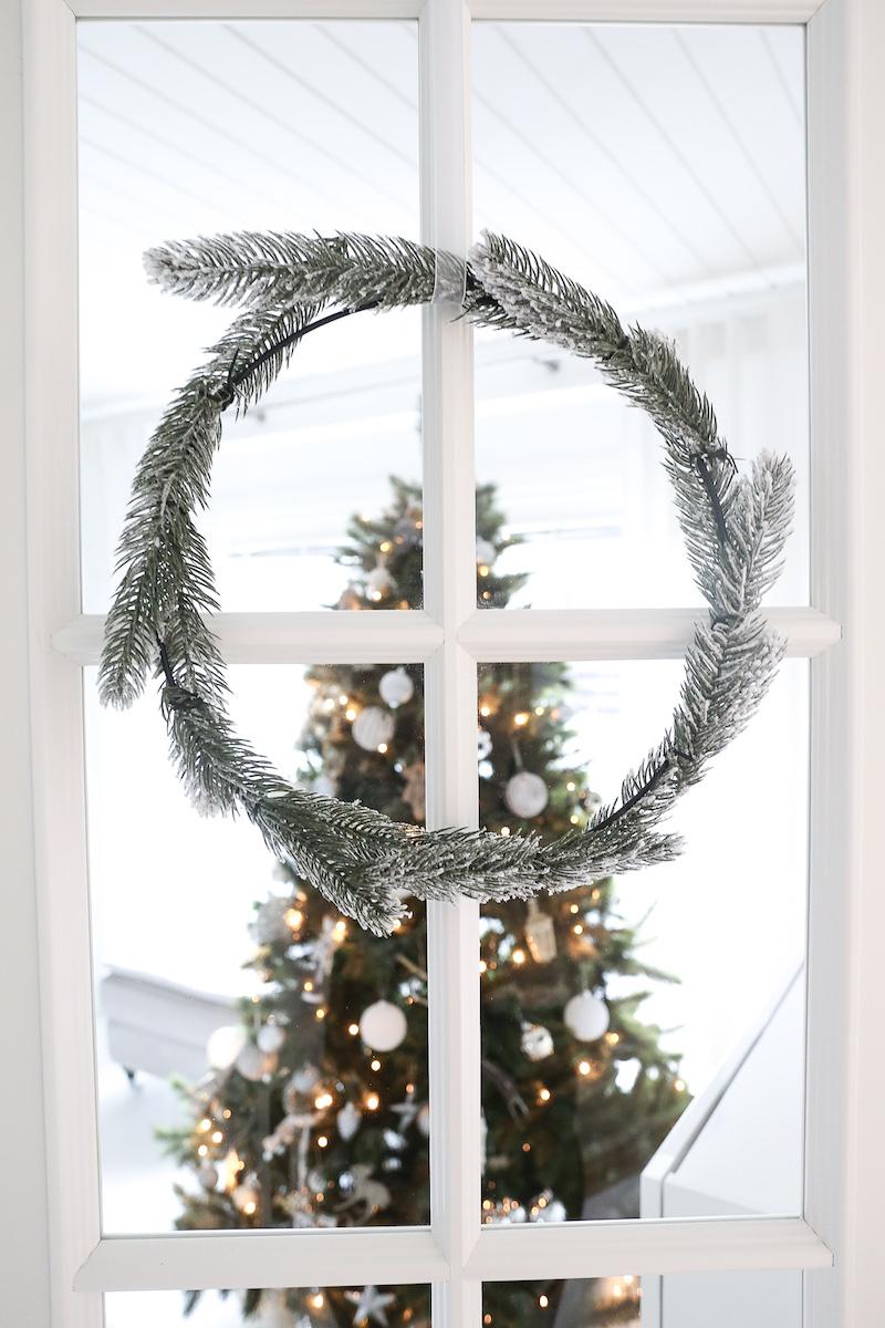 Homevialaura, joulu, joulun odotus, joulukuusi, tekokuusi, kestokuusi, havukranssi