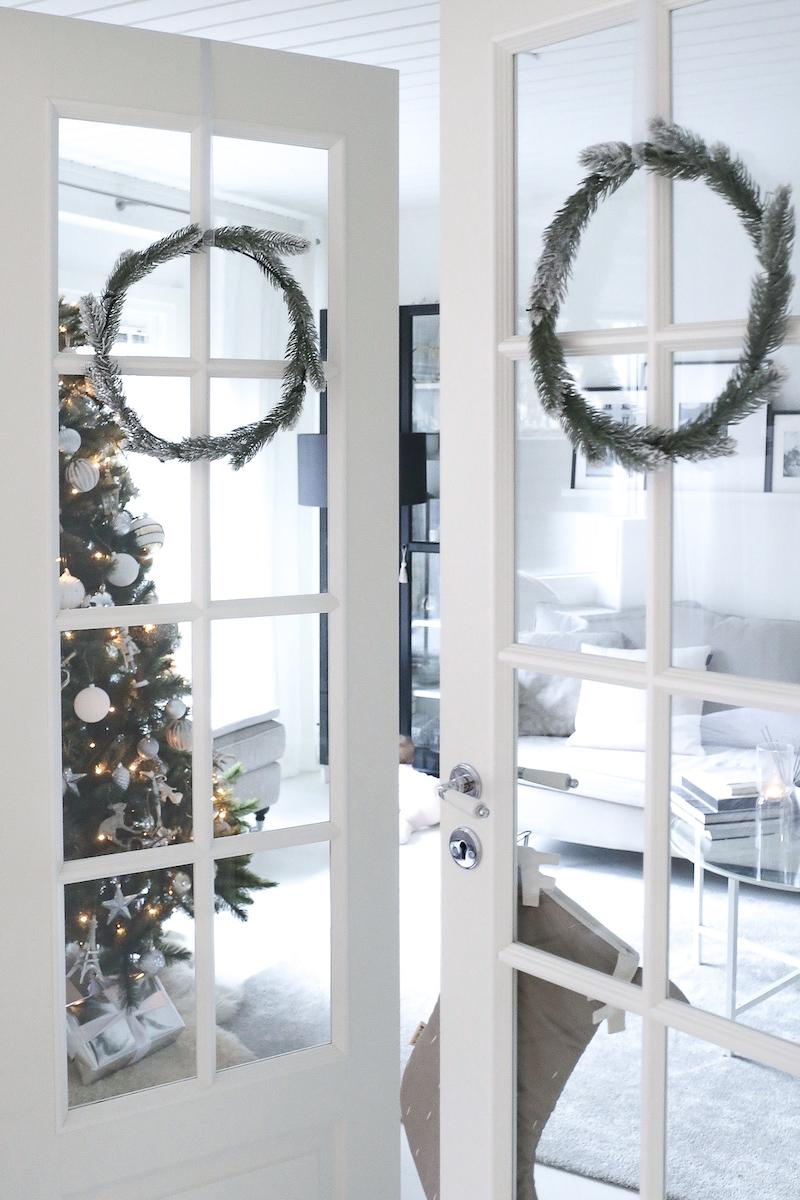 Homevialaura, joulu, joulun odotus, joulukuusi, tekokuusi, kestokuusi, havukranssi, joulusukka