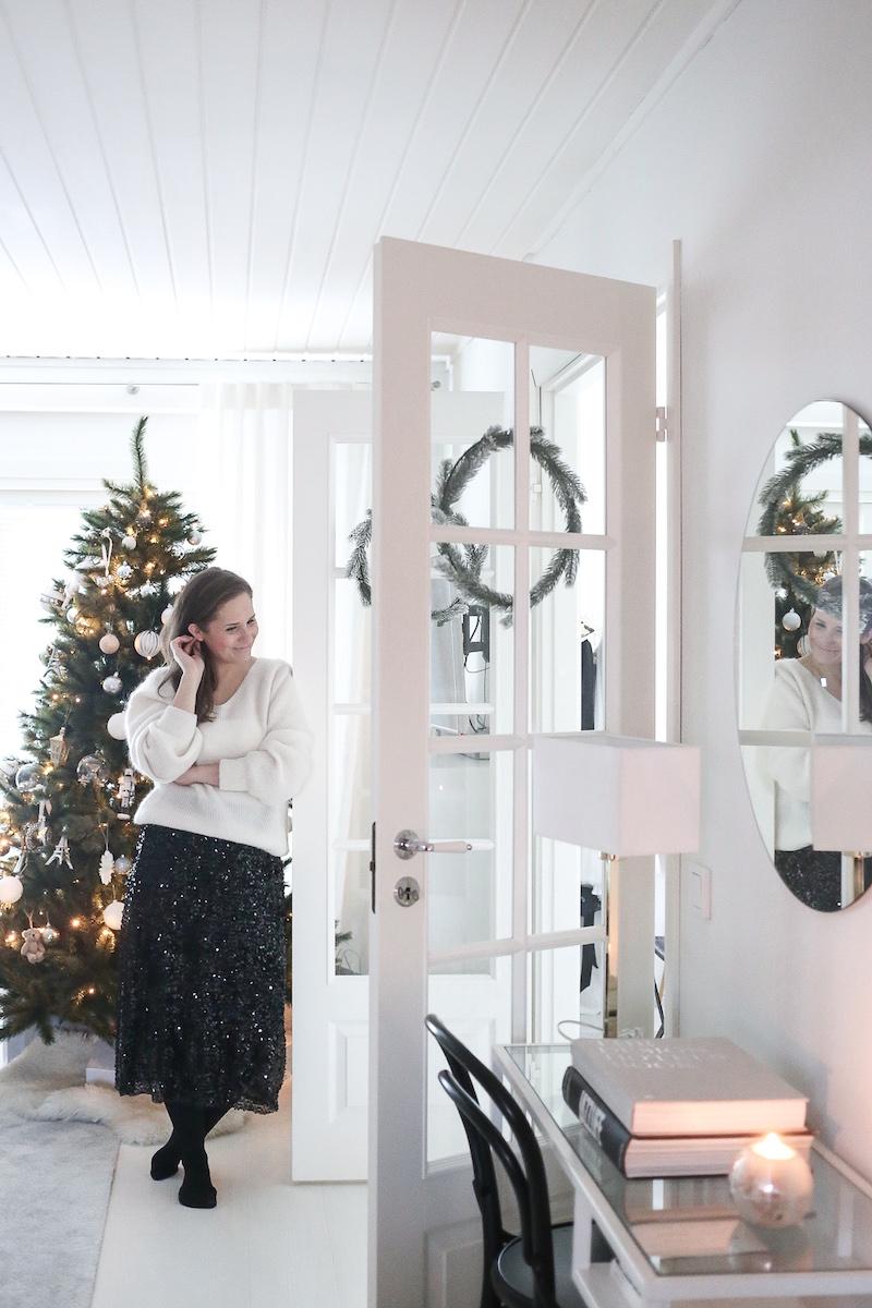 Joulunalusajan luottovaate: aikuispaljettihame