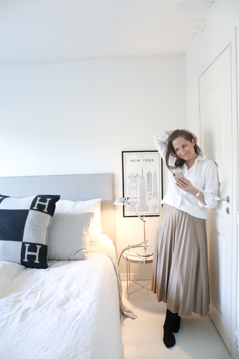 Homevialaura, puolipitkät hiukset, kevätasu, valkoinen kauluspaita, beige midihame, vekkihame, Vila Vinitban Skirt, Summum Woman Amsterdam
