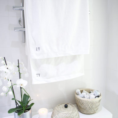 Kylpyhuoneenkaapin siivous ja empties-kosmetiikka