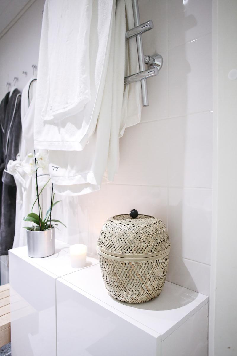 Homevialaura, kaunis järjestys, kylpyhuoneen kaapin siivous, kosmetiikka